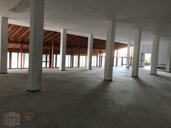 Αποθηκευτικος χωρος 600τμ σε οικοπεδο 4000 τμ,5 χλμ απο την Βορεια Πυλη Αεροδρομιου στην Αρτεμιδα.