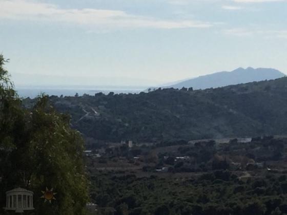 Γωνιακη μονοκατοικια με θεα βουνο-θαλασσα στην Καλλιτεχνουπολη Ραφηνας.