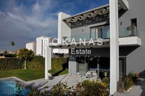 LUXUY VILLA FOR SALE IN THE SUBURB OF ATHENS
