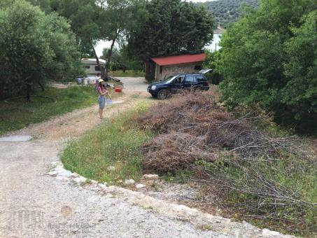 Plot of land 590sq m in idyllic village, South Evia island