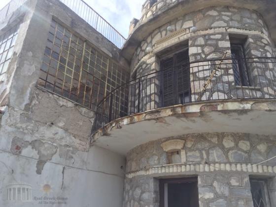 Οικοπεδο 1080 τμ με παλια κατοικια και απεριοριστη θεα στην Παλια Πεντελη.