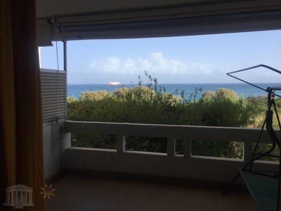 Διαμερισμα 1ου οροφου μπροστα στην θαλασσα στην Παραλια Μαρικες Ραφηνας.