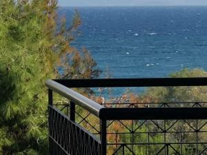 """Διαμερισμα β"""" οροφου,101 τμ,με θεα θαλασσης στην Παραλι�"""