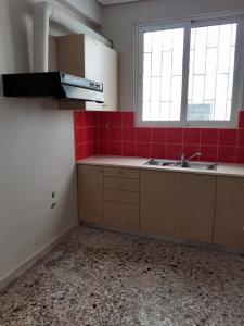 Ενοικιάζεται διαμέρισμα με 2 υδ στην Ραφήνα,κοντά στο κ