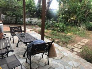 Ανακαινισμενο ισογειο διαμερισμα με κηπο 100τμ,2υδ,2 μπα�