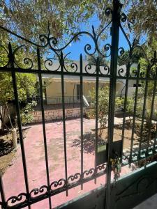 ΡΑΦΗΝΑ Νηρεας: Μονοκατοικια 80τμ,2υδ,κηπος με Ξενωνα,πλη
